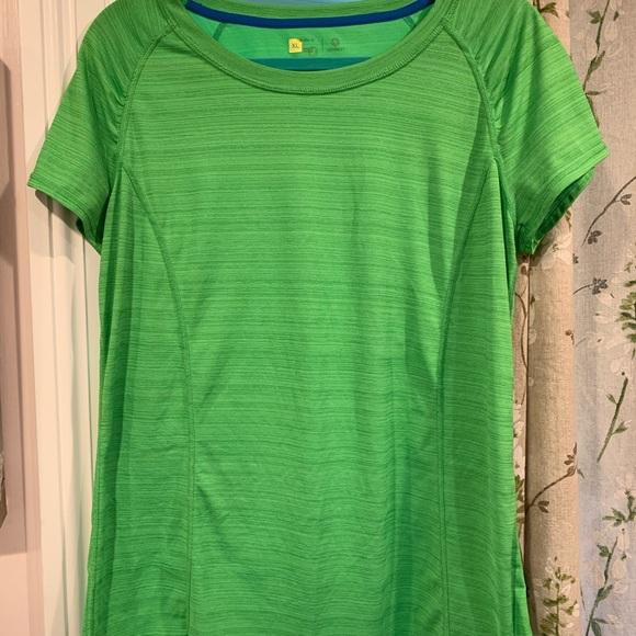 306c11f14 Xersion green activewear top